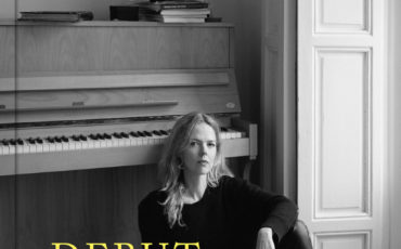 Christina Rosenvinge – Debut. Cuadernos y canciones      El testimonio literario, íntimo y musical de la gran  dama del rock español, galardonada en 2018 con el Premio Nacional de Músicas Actuales