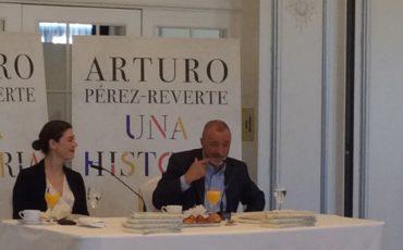 Pérez-Reverte presenta Una historia de España, su versión de lo que aquí ha sucedido