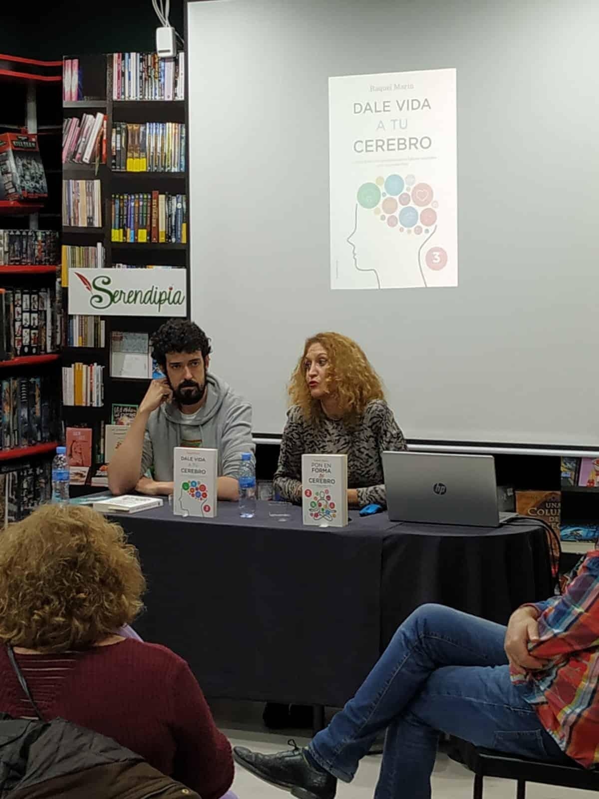 @raquelmarineuro sigue con sus presentaciones de #ponenformatucerebro, ayer en Ciudad Real