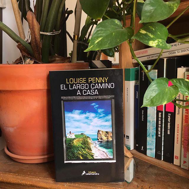 Una novela a la vez atmosférica y llena de suspense; la más ingeniosa de Louise Penny hasta la fecha @Salamandra_Ed