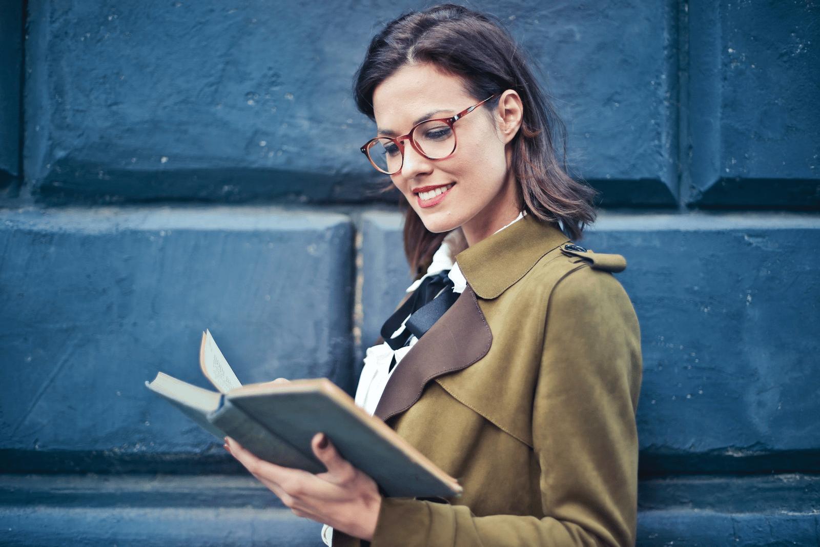 ¿Cómo cuidar los ojos cuando leemos en exceso con ayuda de colirios?