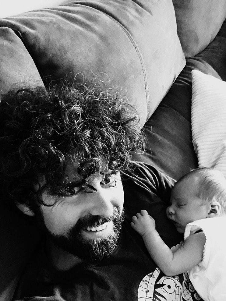 """""""Seno"""", o cuando la paternidad se volvió una provocación. Una entrevista a Juan José Ruiz Bellido."""