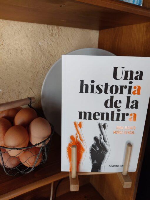 Una historia de la mentira de Juan Jacinto Muñoz Rengel @alianza_ed