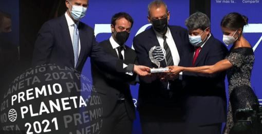 El Planeta lanza otra bomba: Carmen Mola son tres hombres y se llevan el millón de euros